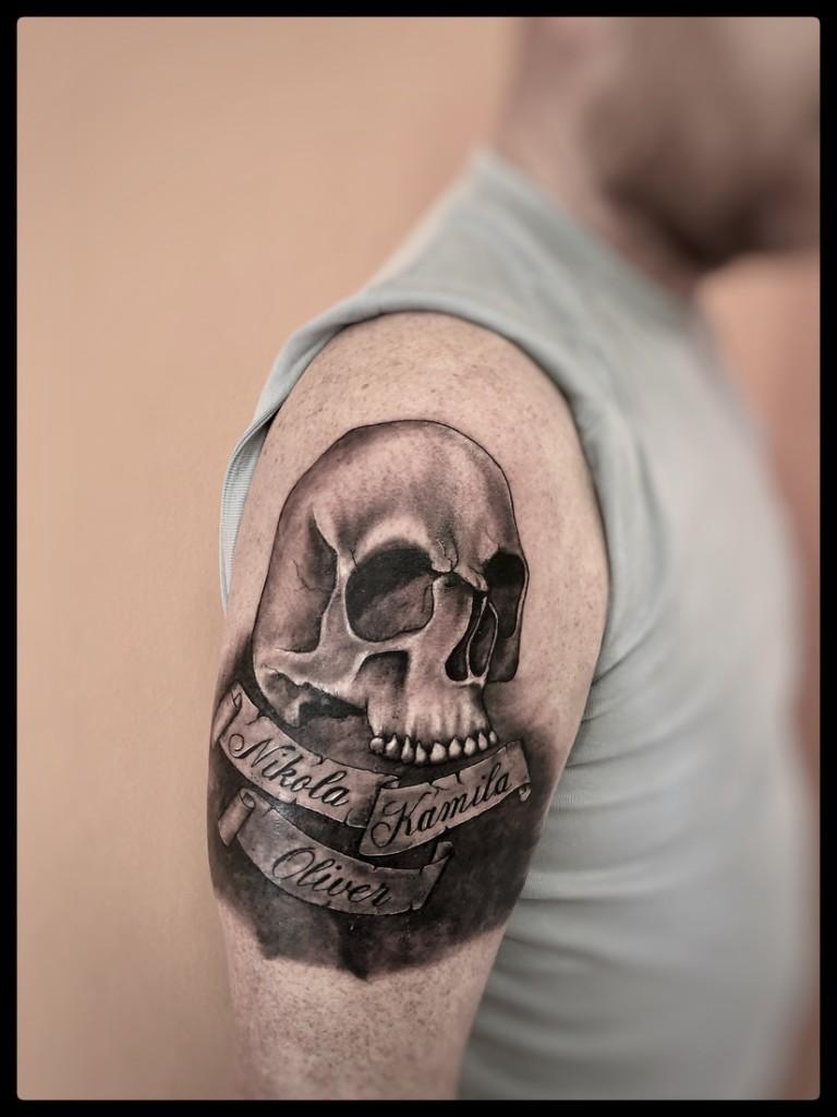 Cover staršího tetování.